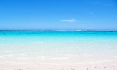 Pourquoi la mer est bleue expliquée aux enfants ?