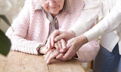 Accompagner un parent en maison de retraite