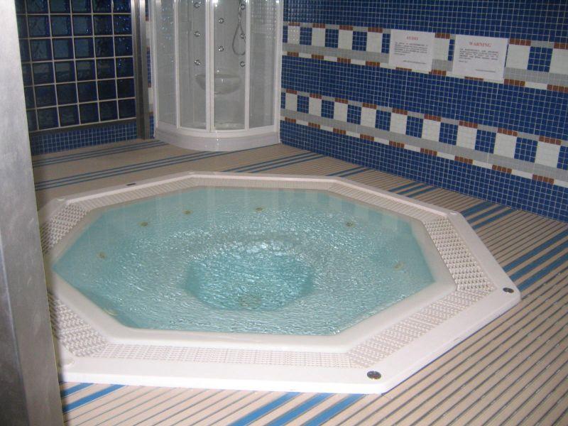 spa-jacuzzi-bleu