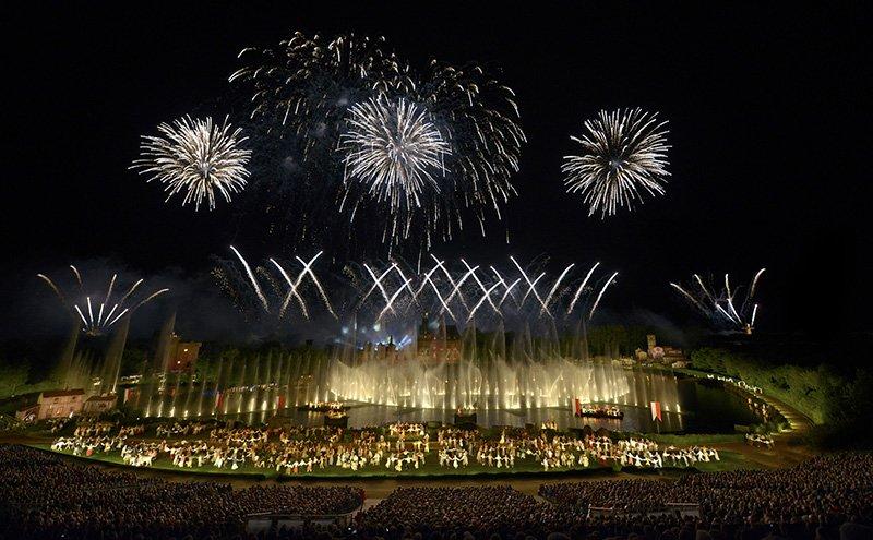 Le parc du Puy du Fou propose un spectacle nocturne magnifique. Photo Château Boisniard