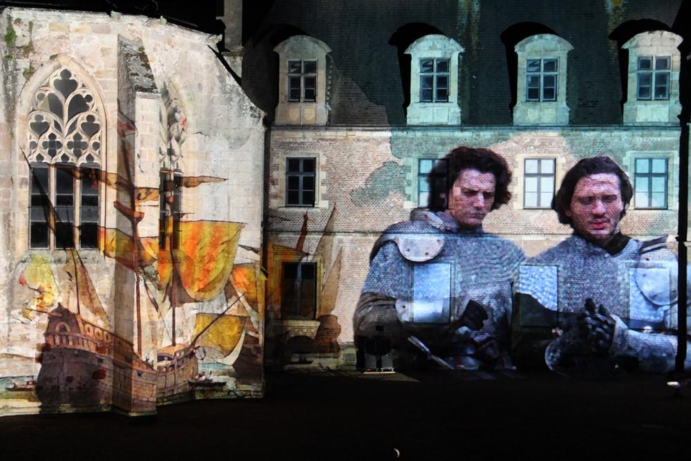 Le parc du château de Lapalisse accueille une fresque historique de toute beauté. Photo DR