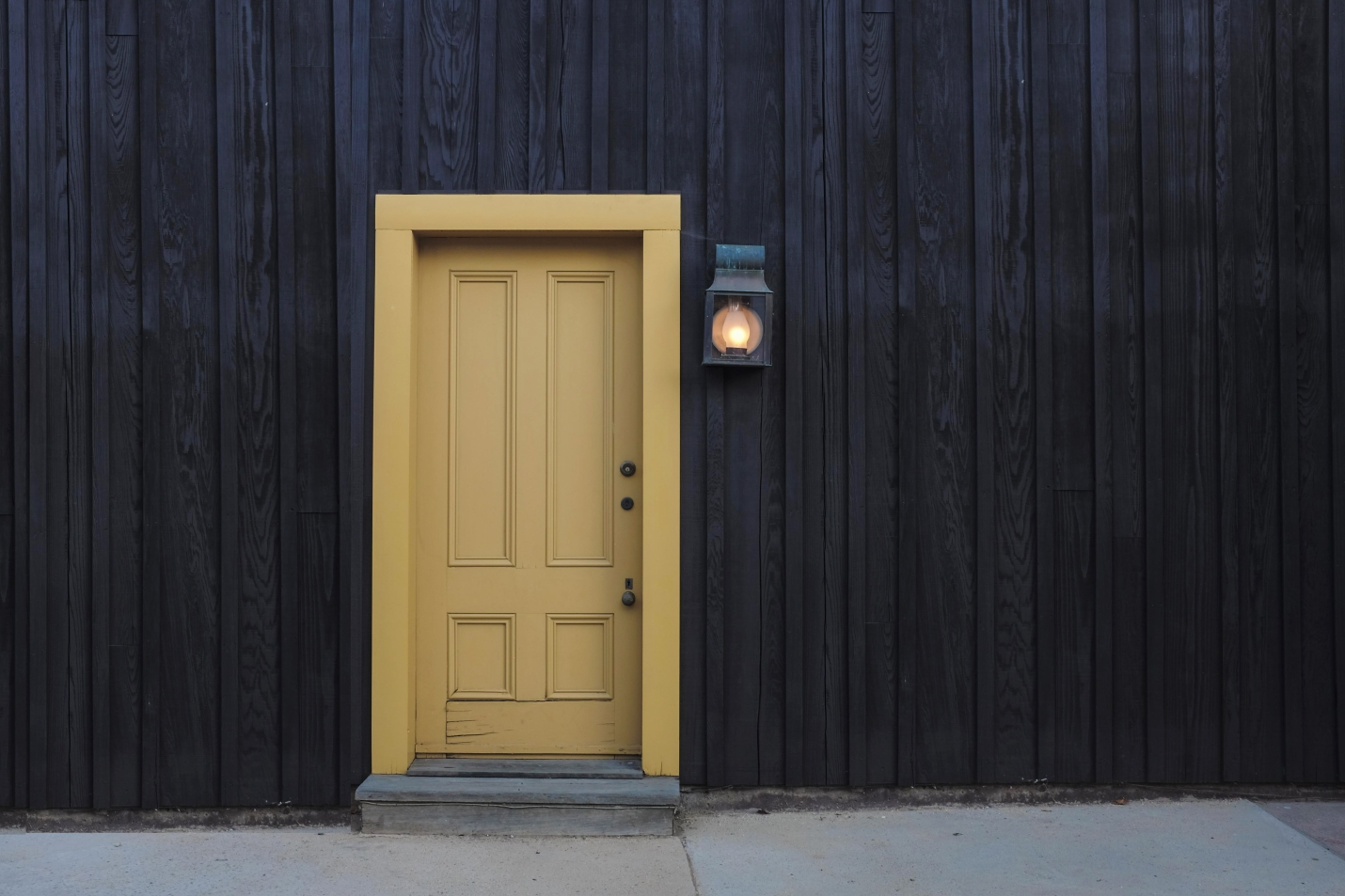 Comment bien choisir sa porte d 39 entr e famille magazine for Securiser sa porte d entree