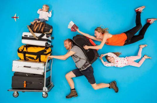 tour-du-monde-famille-bagages-passeport-enfants-avion