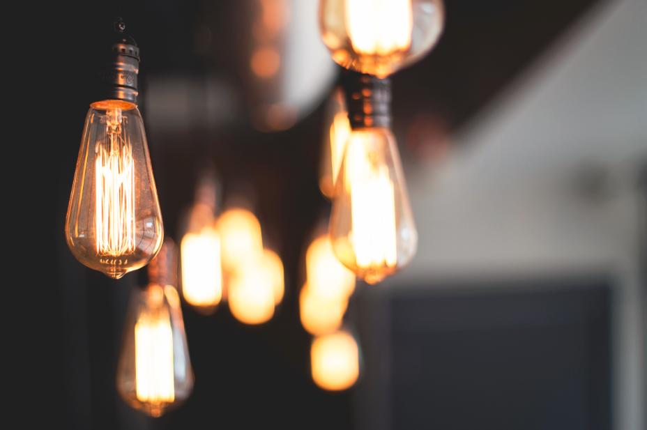 Ampoules en verre allumées plafond