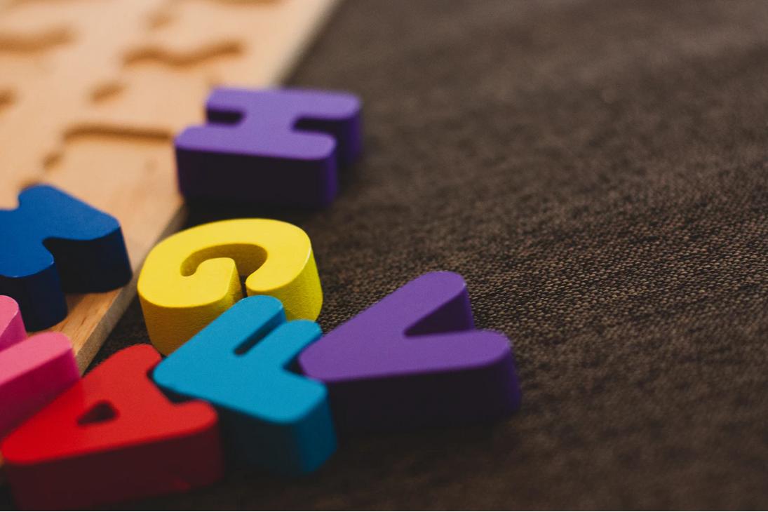 Lettres de couleurs en bois - jeux d'enfants