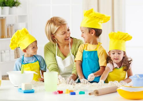 maman et enfants cuisine