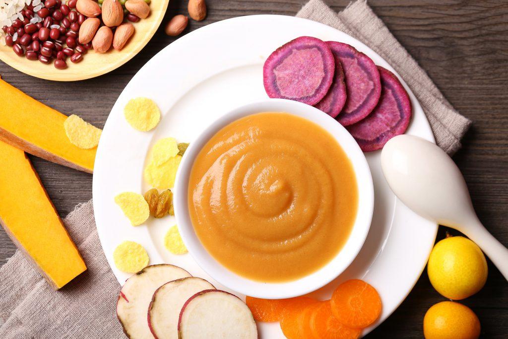 Une purée orange pour alimentation saine