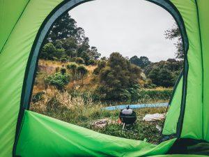 vue de l'intérieur d'une tente