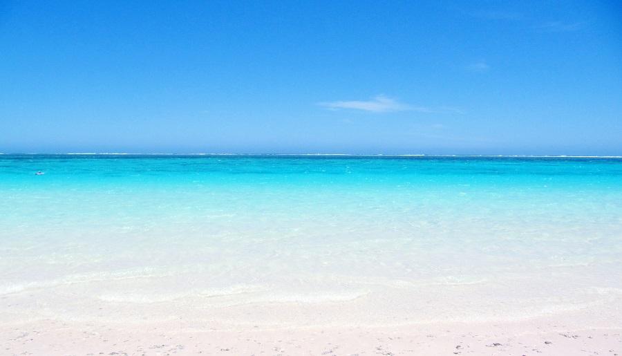 expliquer pourquoi la mer est bleue aux enfants